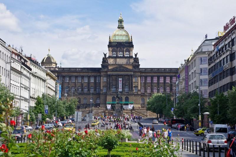 Вацлавская площадь (Václavské náměstí)
