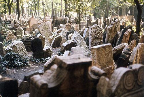 В Москве осквернили могилы