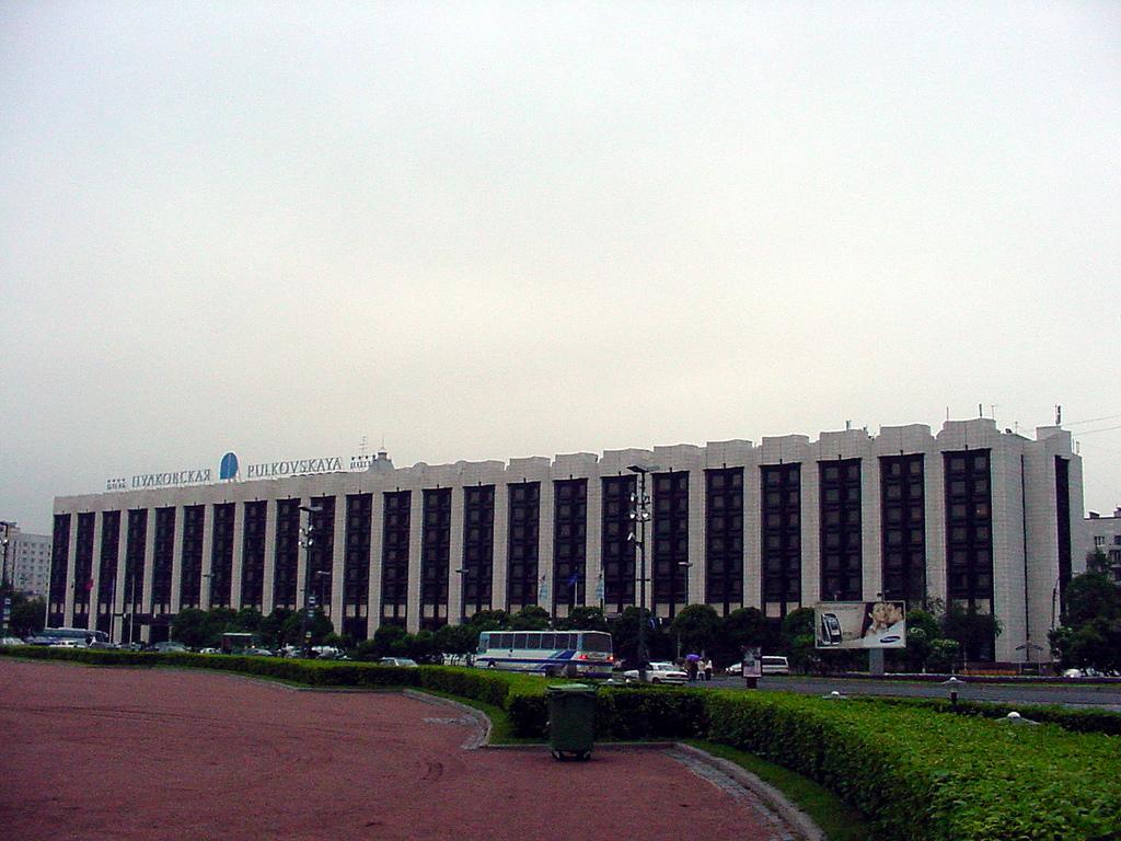 Гостиница Пулковская в Санкт-Петербурге расположена у южного въезда в город на площади Победы.  С 1981 года она...