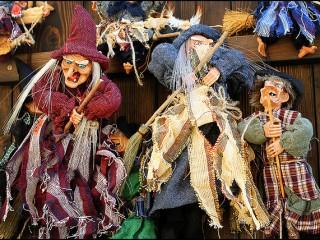 Прикольный сувенир из Чехии – Бабки Ежки