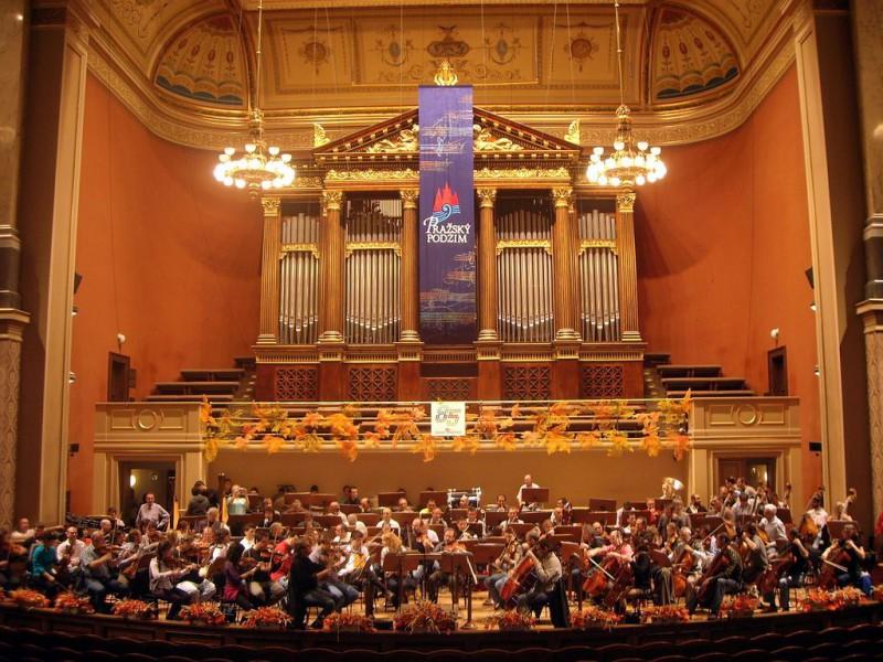 Концерт в зале Дворжака
