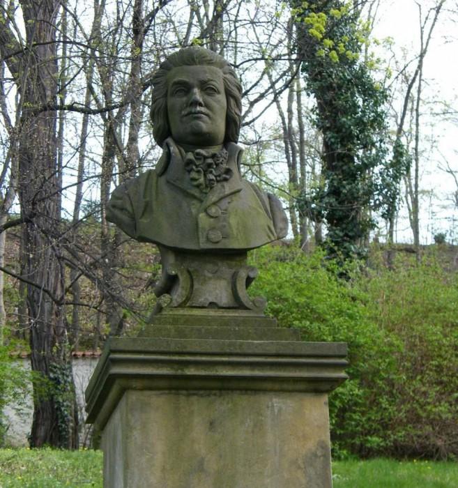 Бюст Моцарту
