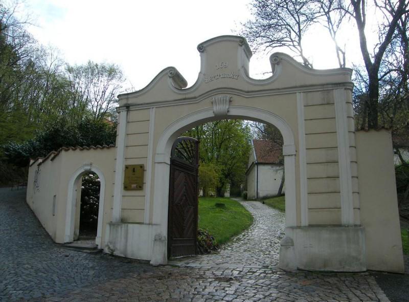 Вход на виллу Бертрамка
