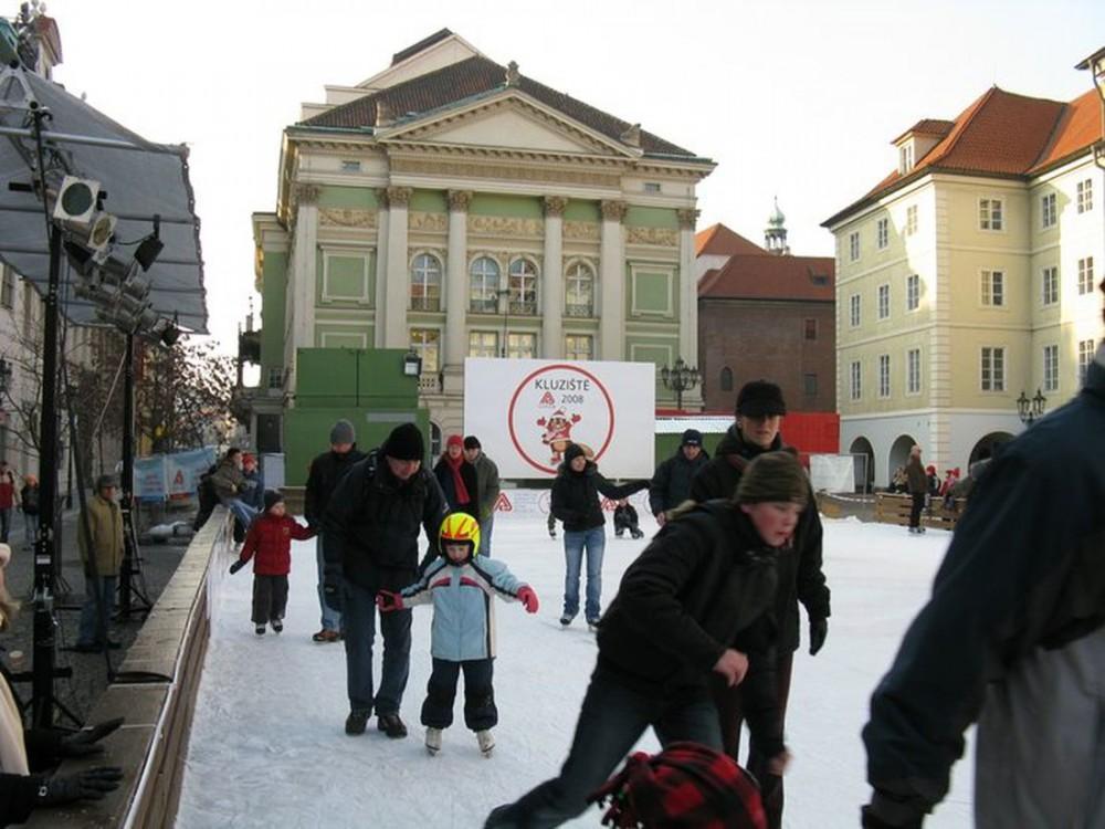 Каток на площади Фруктовый рынок (náměstí Ovocný trh)