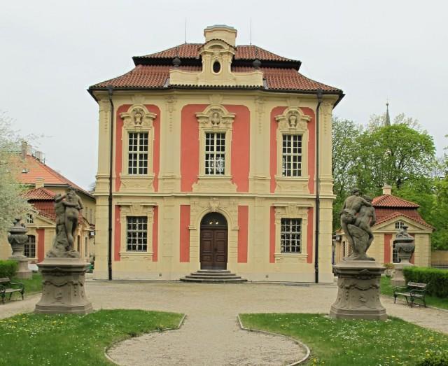 Летний дворец Михны (Michnův letohrádek) или Вилла Америка (Vila Amerika)