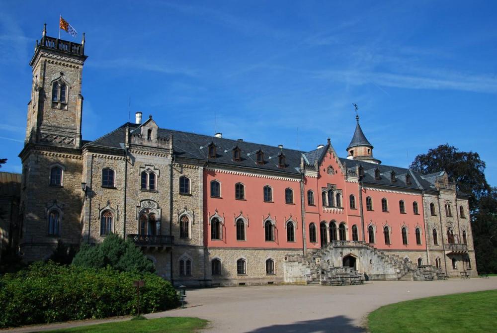 Замок Сихров (Zámek Sychrov)