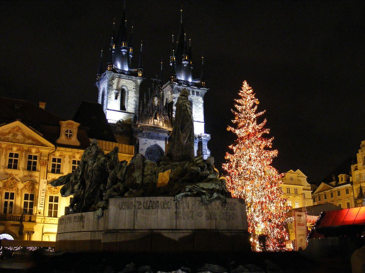 К Рождеству в Праге начинают готовится заранее, ещё в ноябре.  В это время начинают украшать улицы, витрины магазинов...