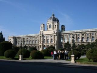 Куда лучше поехать из Праги: Вена или Дрезден?