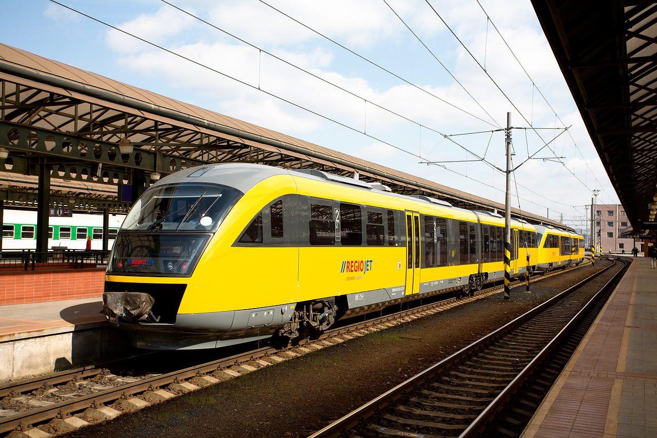 Чешские студентки в поезде 2 фотография
