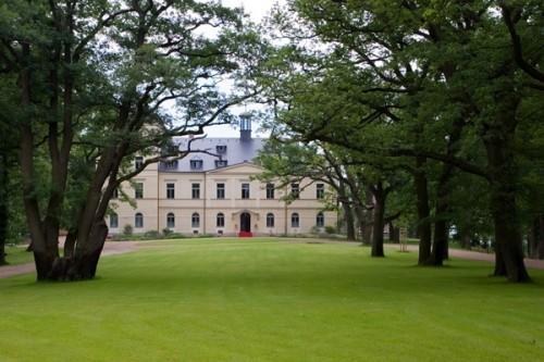 Замок Шато Мцелы (Chateau Mcely)