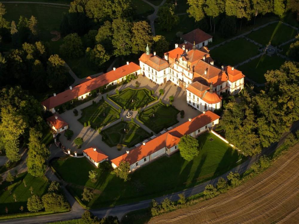 Замок Емниште (Zámek Jemniště)