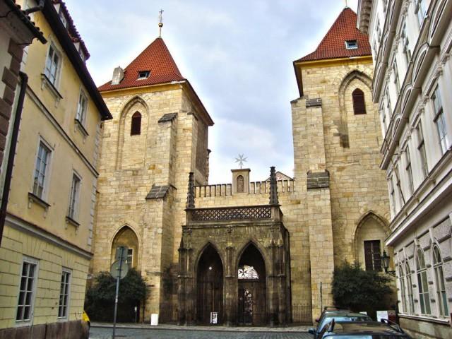 Монастырь крестоносцев