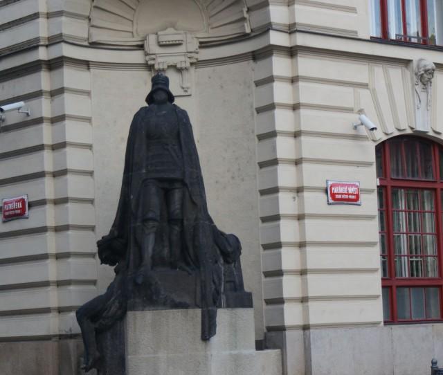 Cкульптура Железного (Черного) человека