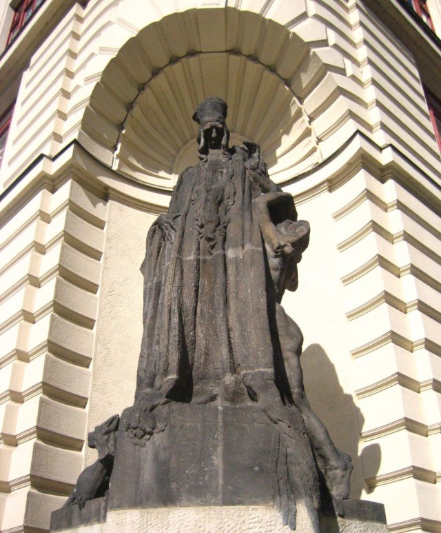 Скульптура раввина Иегуды Лёва бен Бецалеля