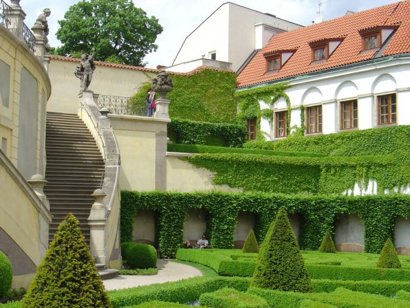 Сад Вртбовского двореца ( Vrtbovská zahrada)