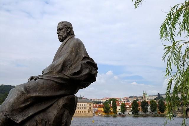 Памятник композитору Сметана