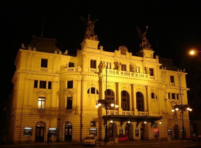 Театра на Виноградах (divadlo na Vinohradech)