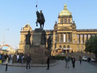 Два памятника св. Вацлаву в Праге