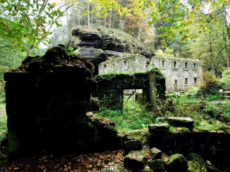 Романтические развалины Дольской мельницы