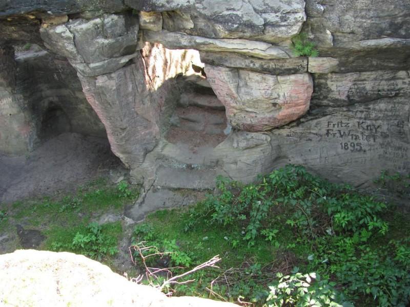 Cкальный замок Фалкенштейн (skalní hrad Falkenštejn)