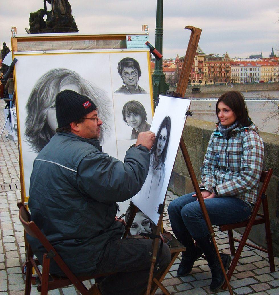Художник на Карловом мосту