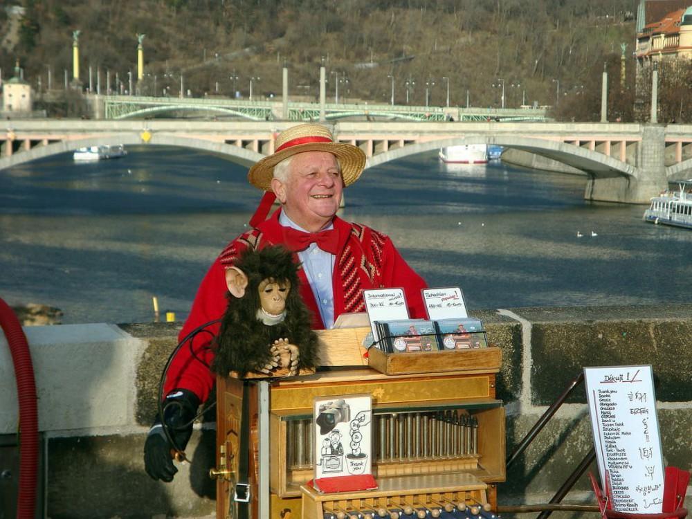 Постоянный персонаж на Карловом мосту