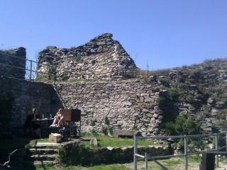 Замок Толштейн (развалины)