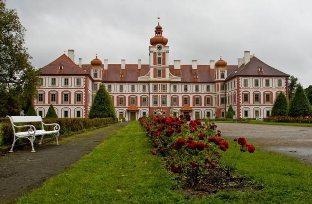 Замок Мнихово- Градиште (Zámek Mnichovo Hradiště)