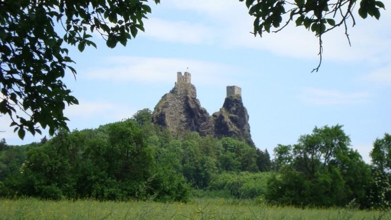 Силуэт крепости - символ заповедника Чешский рай