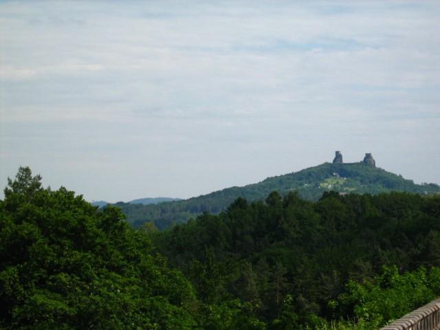 Вид на Троски с замка  Груба Скала