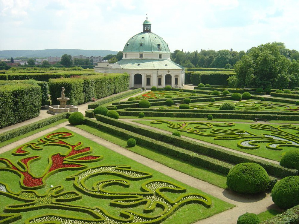 Вид на сад из галереи