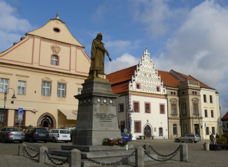 Памятник Я. Жижке на площади