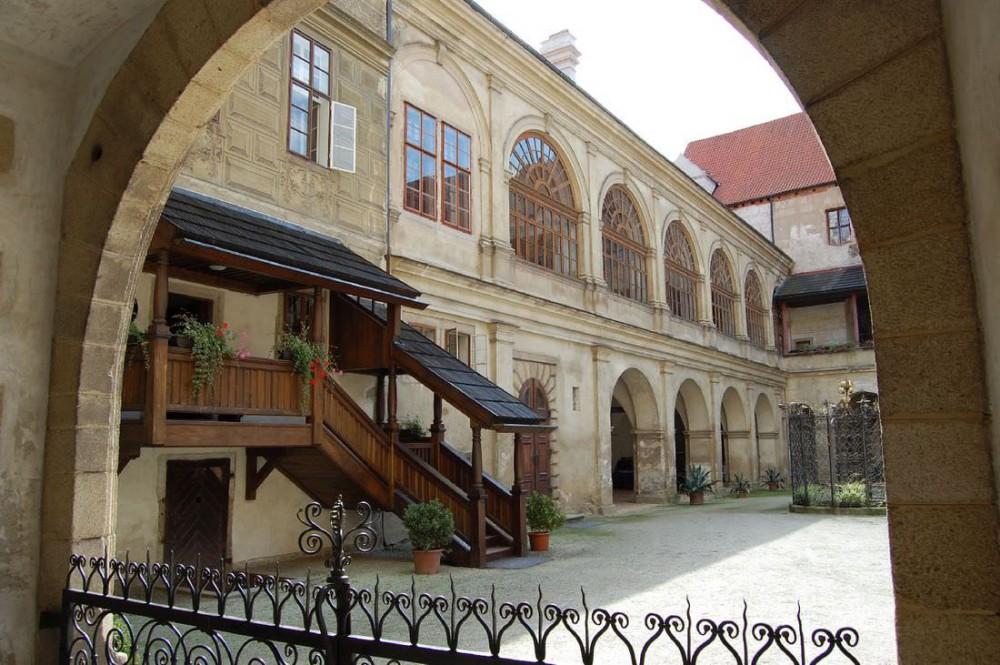 Двор замка Горшовски Тын (Horšovský Týn)
