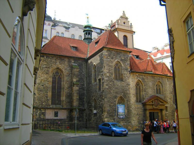 Церковь св. Мартина в стене (Kostel sv . Martin ve zdi)