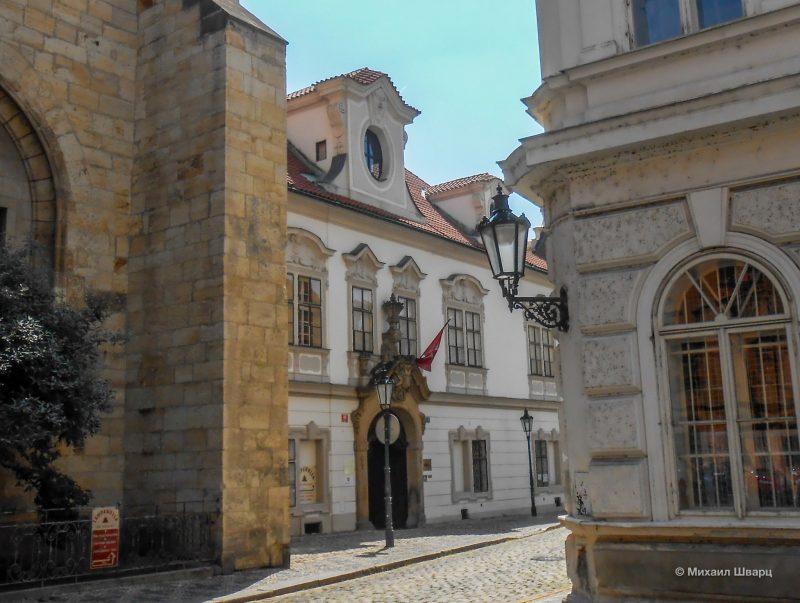 Дворец Великого приора Мальтийского ордена и Мальтийский монастырь
