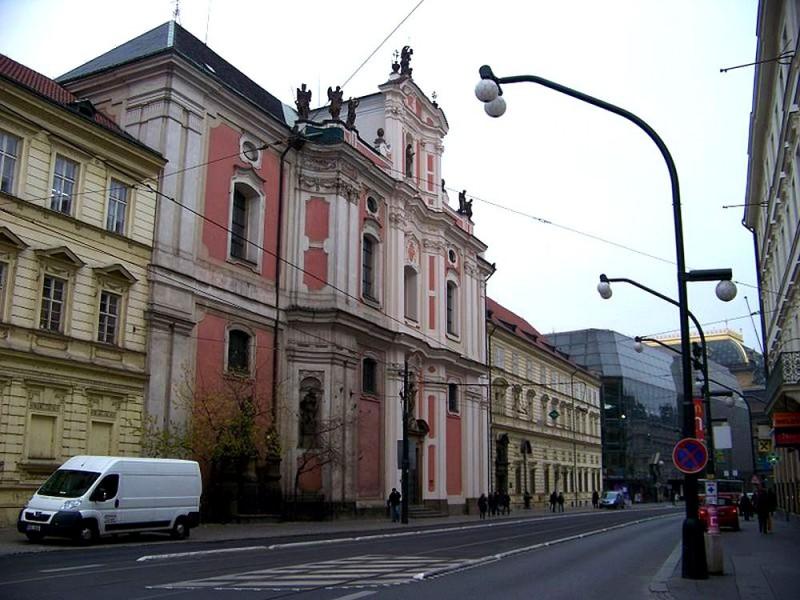 Вид на церковь св. Урсулы со стороны Народной улицы