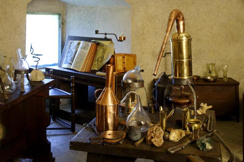 Лаборатория алхимика в Белой башне