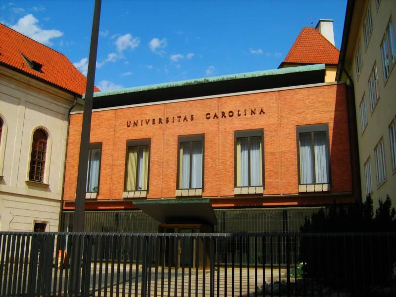 Каролинум – средневековый университетский комплекс