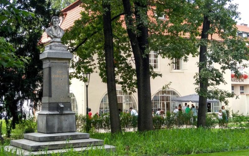 Памятник Добровскому