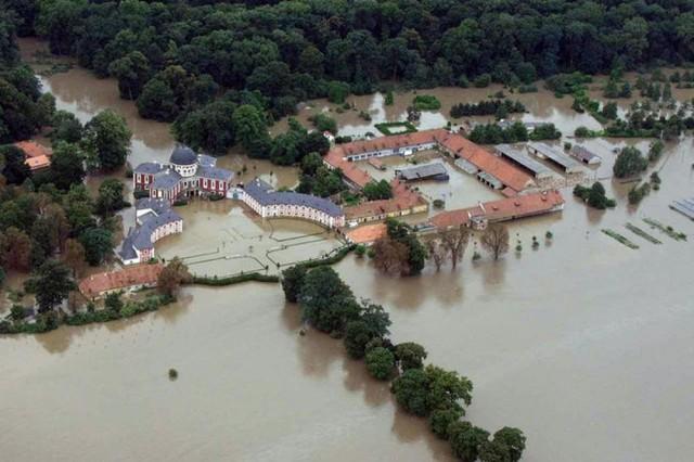 Замок Вельтрусы (zámek Veltrusy)  2002г.