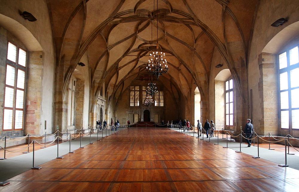 какой зал дворца самый высокий