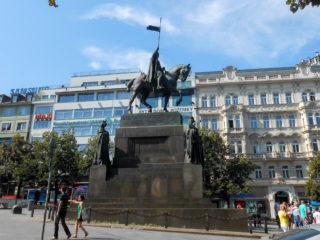 Два памятника Святому Вацлаву в Праге