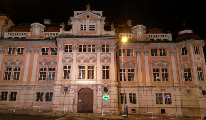 Дом Фауста в вечерней подсветке