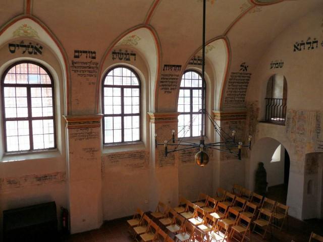 В синагоге еврейского квартала (Třebíčská židovská čtvrť)