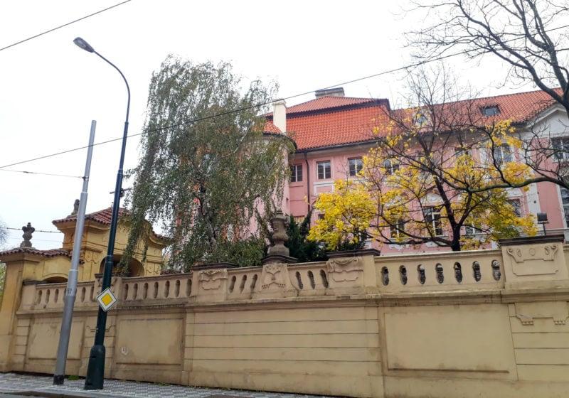 Вид на дом со стороны улицы Vyšehradská