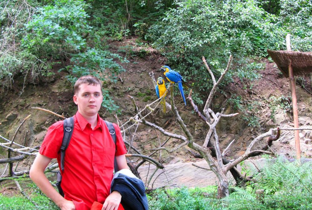 Рядом с попугаями