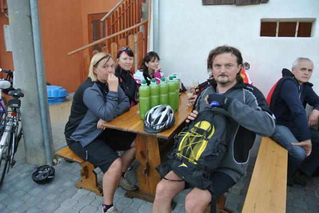Велосипедисты пробуют бурчак.