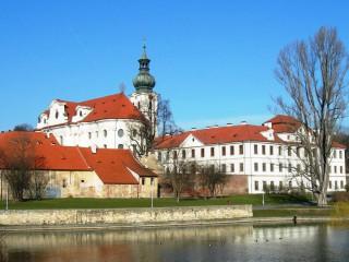 Архитектура Праги. Период с 900 г. до середины XIII в.