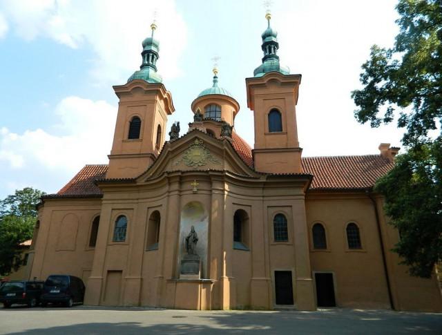 Костёл св. Вавржинца (Kostel sv. Vavřince) или Лаврентия на Петршинском холме.