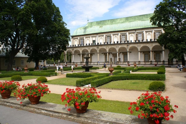 Летний Королевский дворец (Královský letohrádek) и его сад
